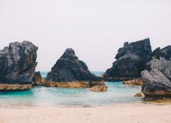 Roccia lavica sul mare a bermuda