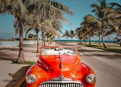 Auto d'Epoca sul viale di Cuba