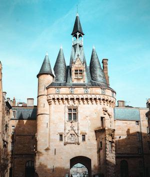 Castello normanno con guglie in ardesia