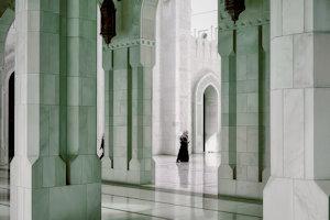 Ampi spazi ed enormi pilastri nella Grande Moschea