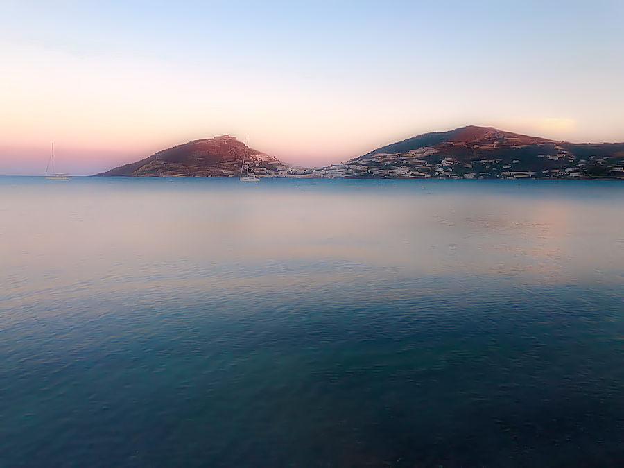 Isole nel mare all'alba